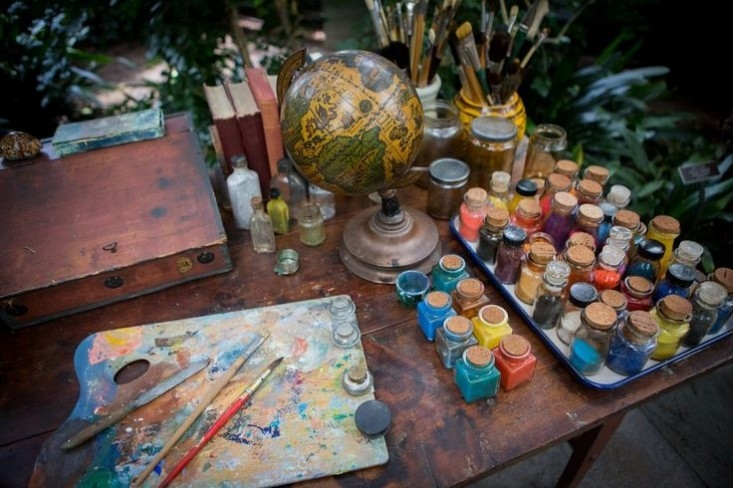 frida-kahlo-studio-desk-wsj-vivid-colors-gardenista