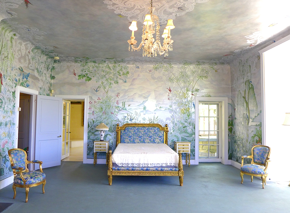 room inside Coe Mansion NY